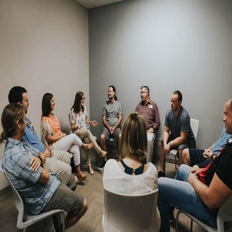 برگزاری کلاسهای گروه درمانی و خانواده درمانی
